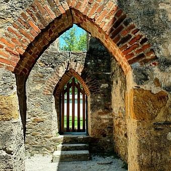 doorway-1457483__340