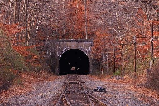 train-1736594__340